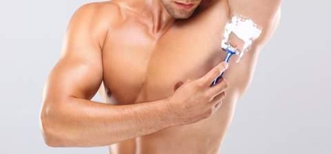 Парень бреет грудь фото